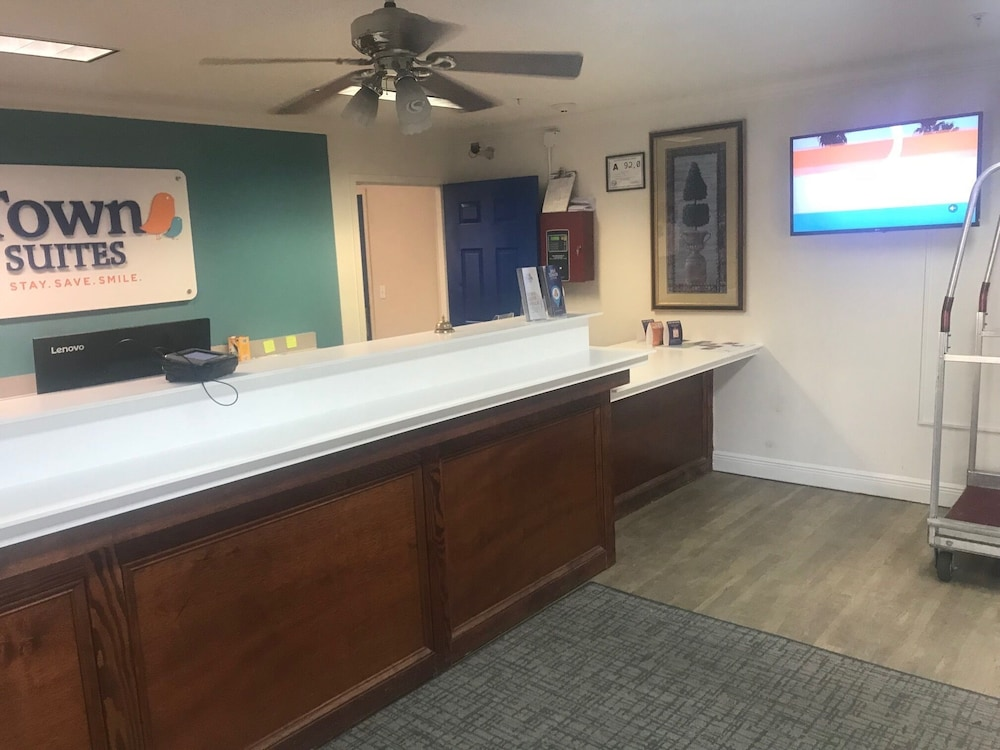 Reception, InTown Suites Extended Stay High Point