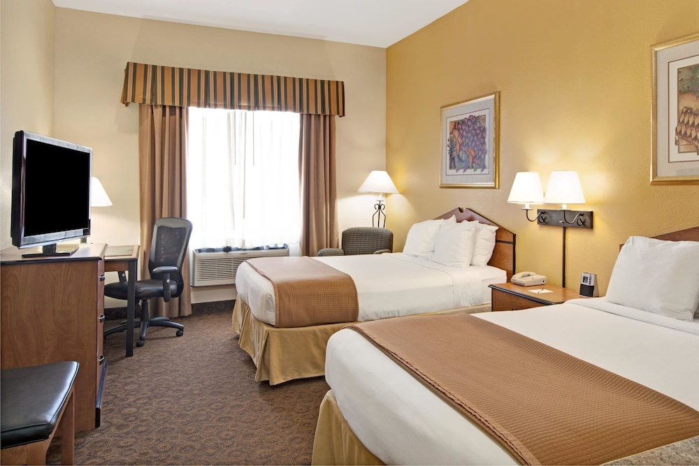 Room, Wingate by Wyndham Houston Bush Intercontinental Airport IAH
