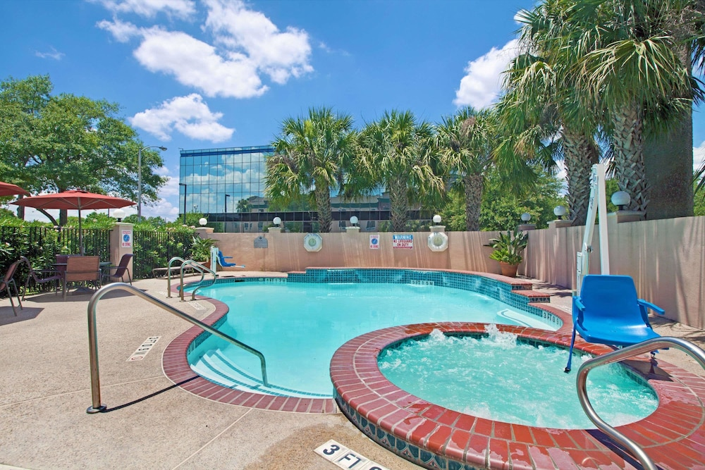 Pool, Wingate by Wyndham Houston Bush Intercontinental Airport IAH