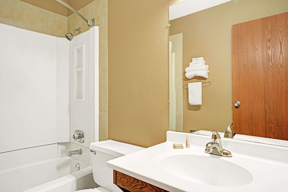 Bathroom, Super 8 by Wyndham Rogers Minnesota