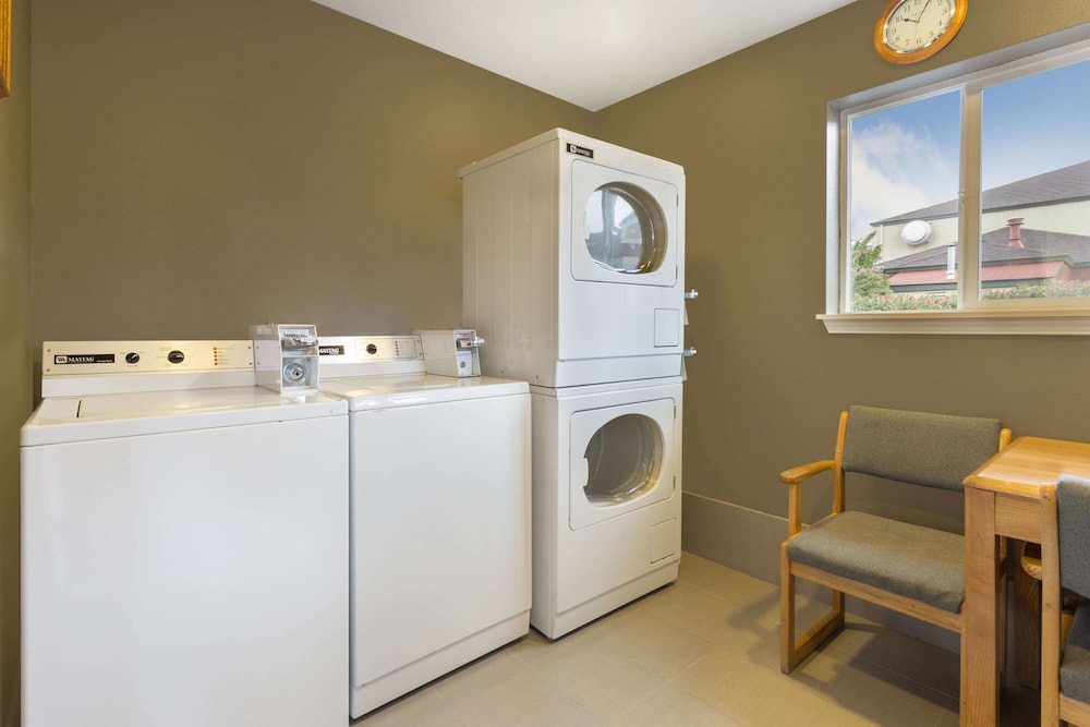Laundry Room, Super 8 by Wyndham Fortuna