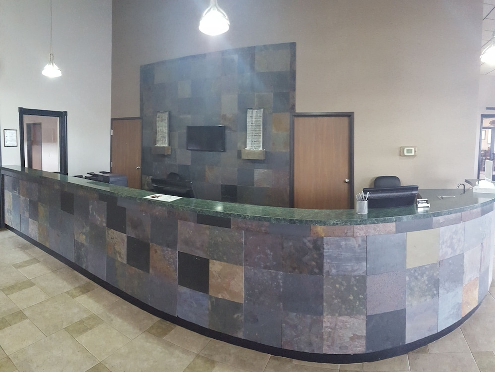 Interior Entrance, Woodfield Inn and Suites
