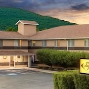 Super 8 Burnham Lewistown