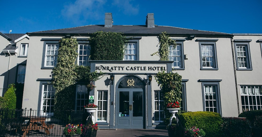 Property Entrance, Bunratty Castle Hotel, BW Signature Collection