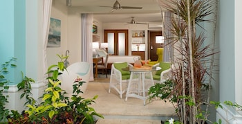 Beachfront Honeymoon Walkout Club Level Junior Suite w/ Tranquility Soaking Tub - Terrace/Patio