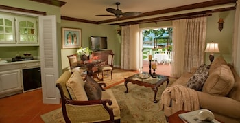 Beachfront Presidential One Bedroom Butler Villa Suite - Living Area