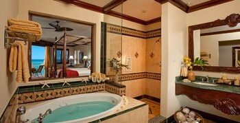Beachfront Oversized Butler Villa Suite - Bathroom