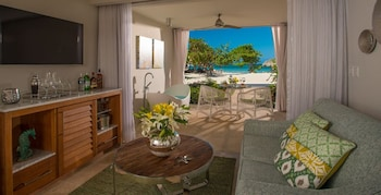 Beachfront Honeymoon Walkout One-Bedroom Butler Suite w/Tranquility Soaking Tub - Living Room