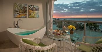 Beachfront One-Bedroom Butler Suite w/ Tranquility Soaking Tub - Balcony