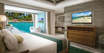 Oceanfront Swim-up Butler Suite w/ Patio Tranquility Soaking Tub - Guestroom