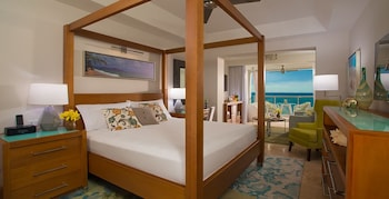 Beachfront One-Bedroom Butler Suite w/ Tranquility Soaking Tub - Guestroom