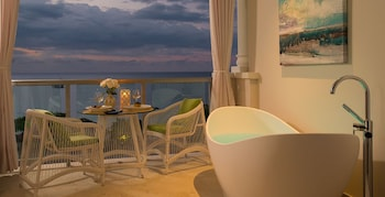 Beachfront Grande Luxe Club Level Junior Suite w/ Tranquility Soaking Tub - Guestroom