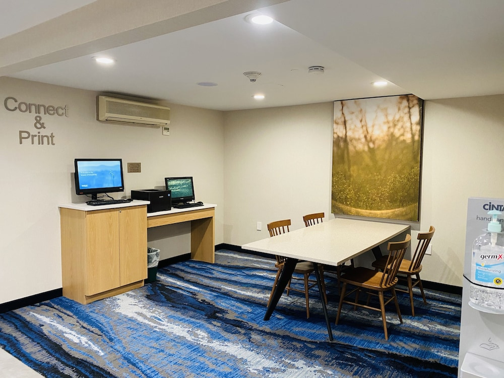 Business Center, Fairfield Inn by Marriott JFK Airport