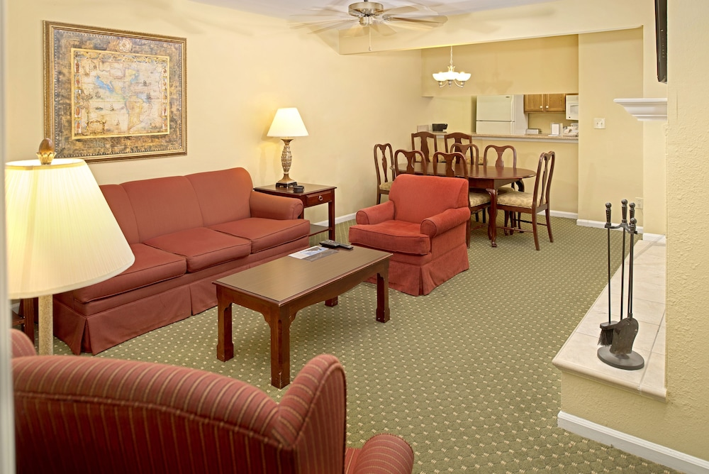 Living Area, The Historic Powhatan Resort by Diamond Resorts