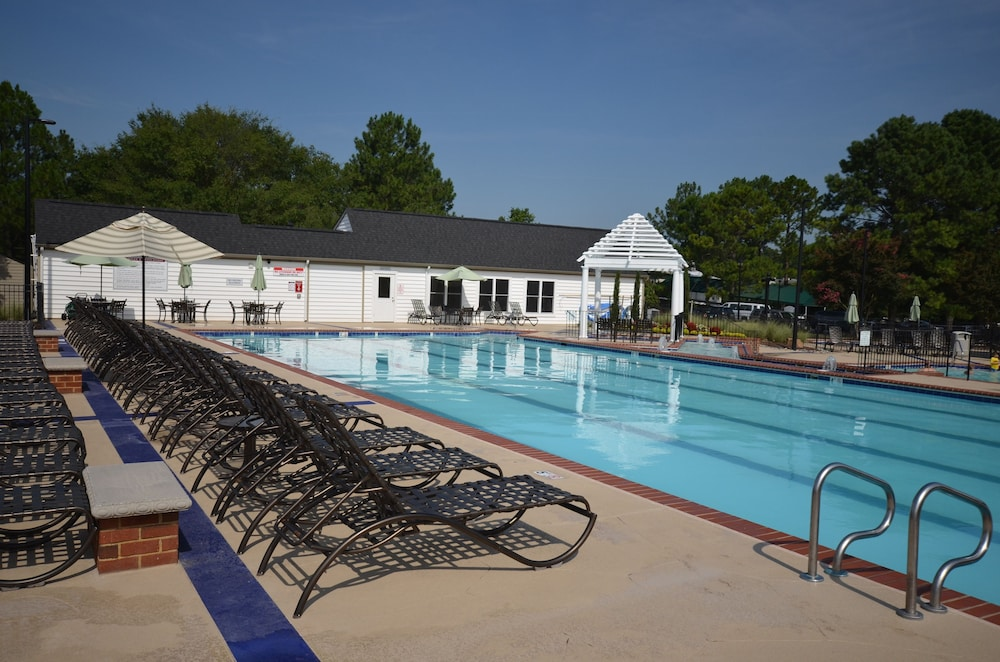 Outdoor Pool, The Historic Powhatan Resort by Diamond Resorts