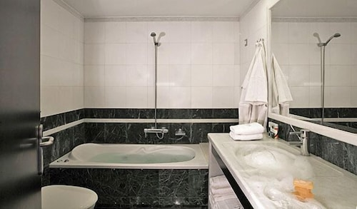 Bathroom, The Majestic Hotel