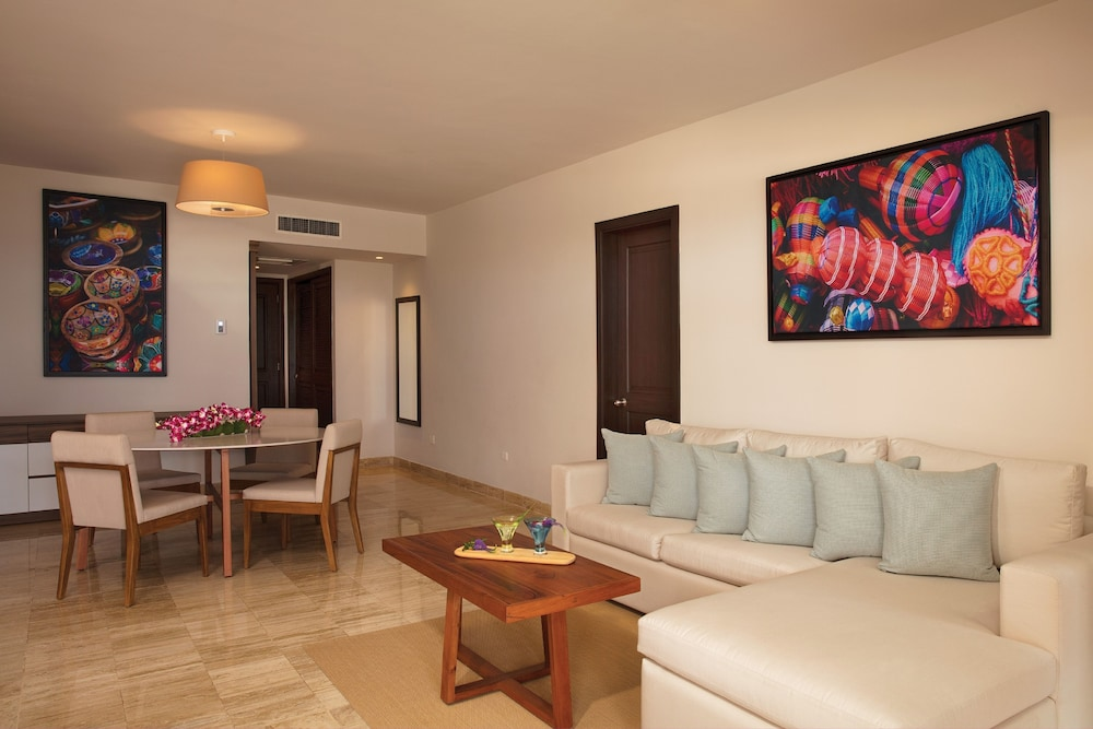 Living Area, Now Sapphire Riviera Cancun