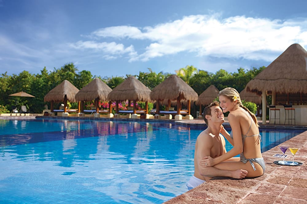 Outdoor Pool, Now Sapphire Riviera Cancun
