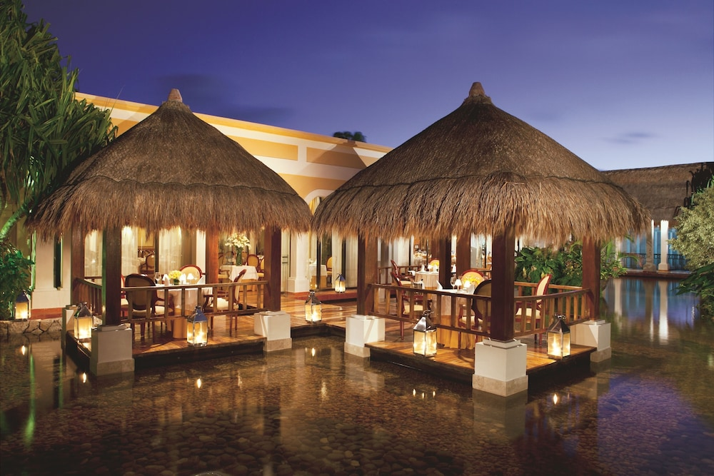Outdoor Dining, Now Sapphire Riviera Cancun
