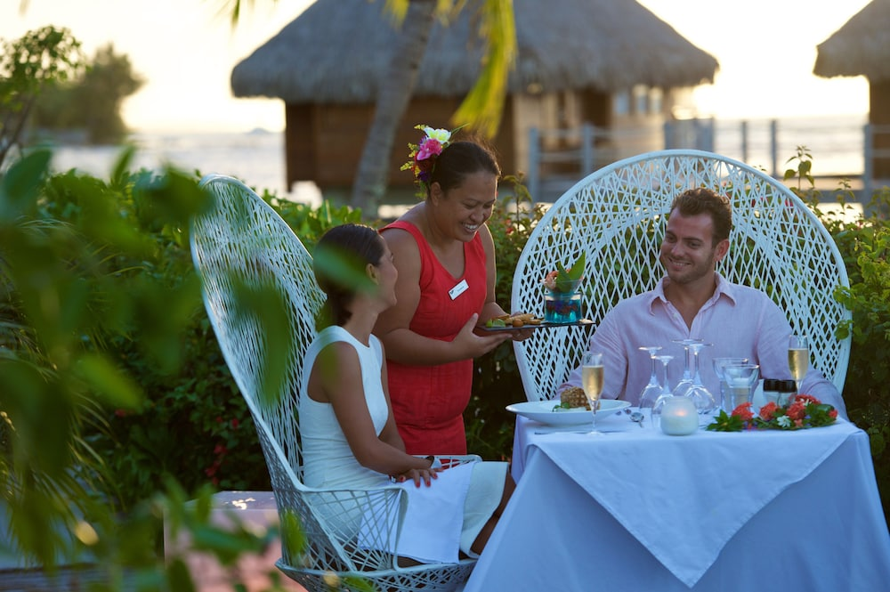 Couples Dining, Manava Beach Resort and Spa Moorea