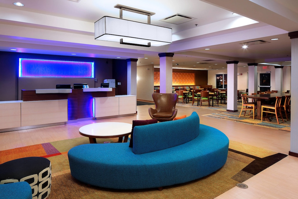 Lobby, Fairfield Inn & Suites Newark Liberty International Airport