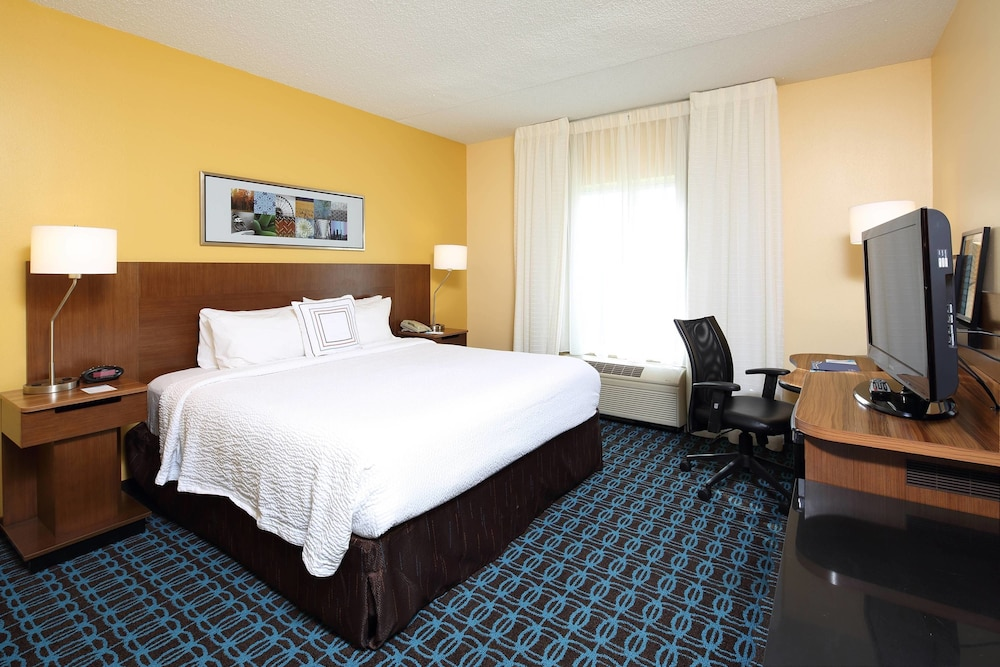 Room, Fairfield Inn & Suites Newark Liberty International Airport
