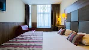 In-room safe, free WiFi, alarm clocks