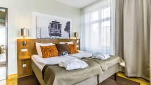 Iron/ironing board, free WiFi, linens, wheelchair access