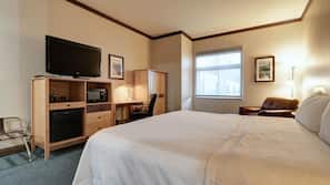 1 bedroom, premium bedding, in-room safe, desk