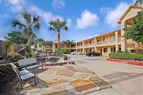 Hotels Near Almeda Mall Super 8 By Wyndham Houston Hobby Airport South