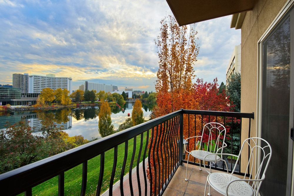 Terrace/Patio, Oxford Suites Downtown Spokane