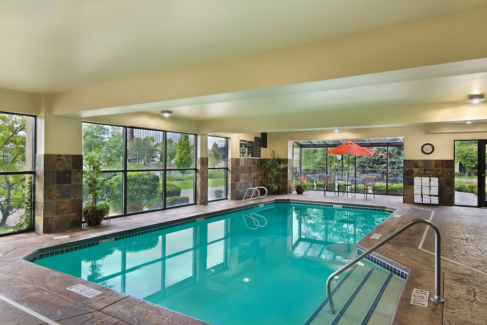 Indoor Pool, Oxford Suites Downtown Spokane