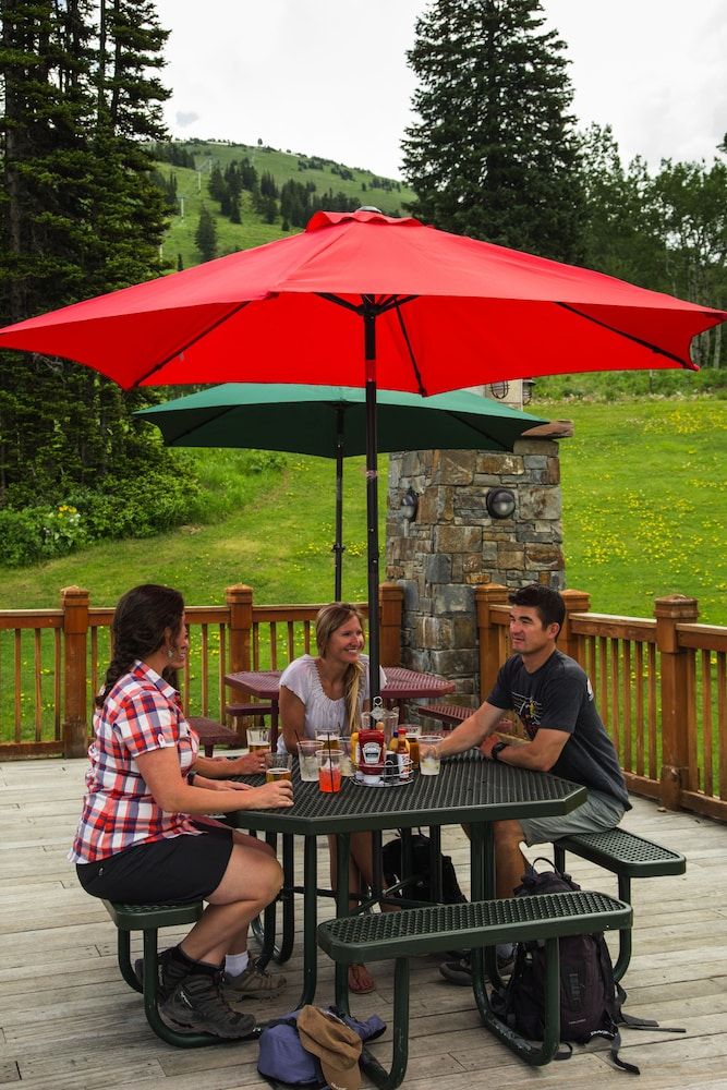 BBQ/Picnic Area, Teewinot Lodge by Grand Targhee Resort