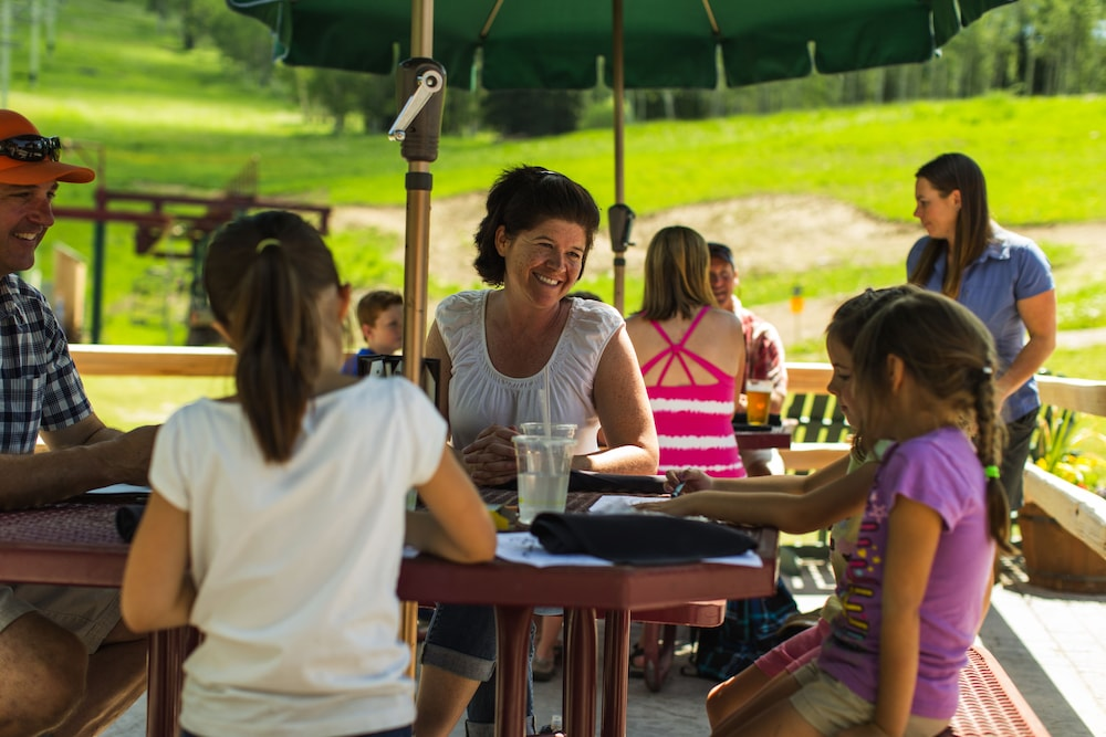 Family Dining, Teewinot Lodge by Grand Targhee Resort