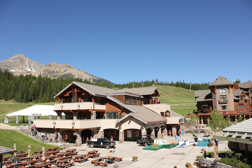 BBQ/Picnic Area, The Summit Hotel at Big Sky Resort