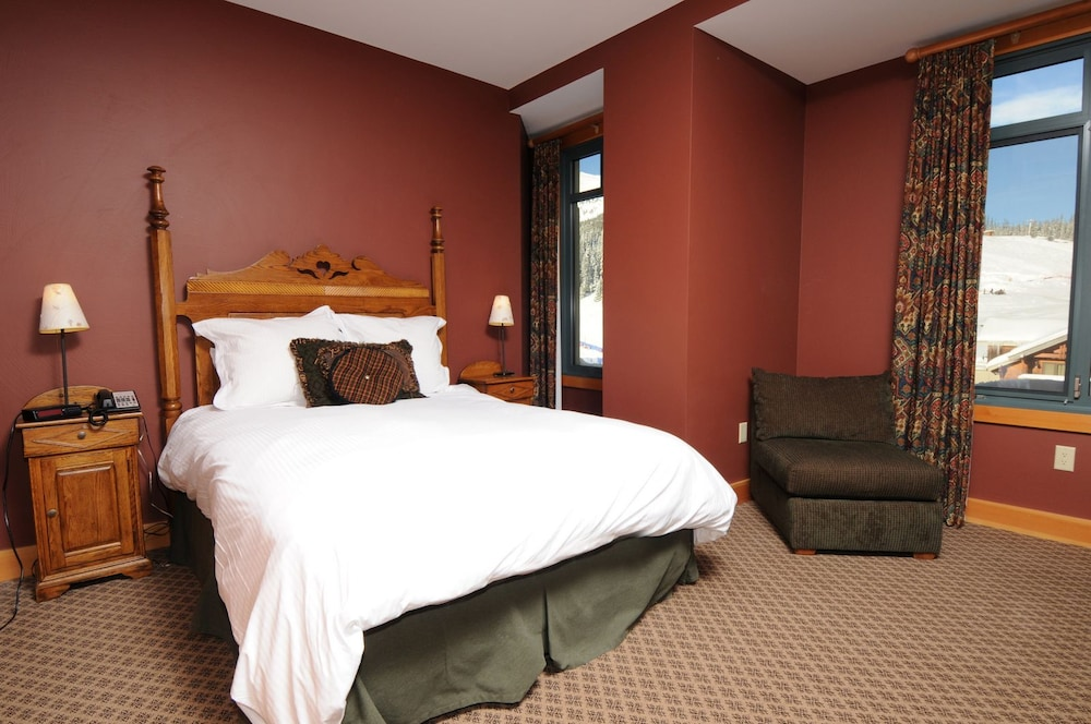 Room, The Summit Hotel at Big Sky Resort