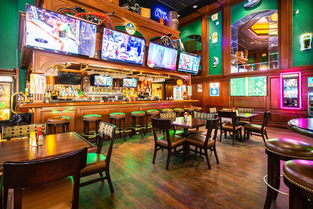 Sports Bar, Hampton Inn Deadwood at Tin Lizzie Gaming Resort, SD