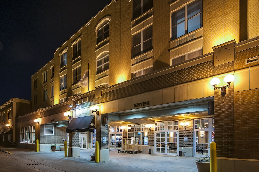 Front of Property - Evening/Night, Hampton Inn Deadwood at Tin Lizzie Gaming Resort, SD