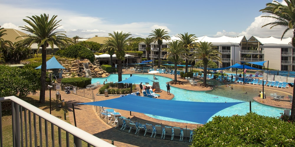 Outdoor Pool, Sea World Resort
