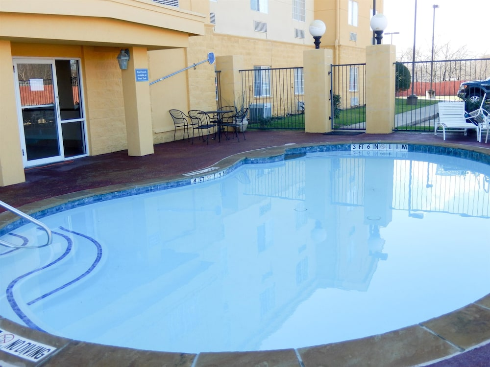 Pool, Motel 6 Mesquite, TX - Balch Springs