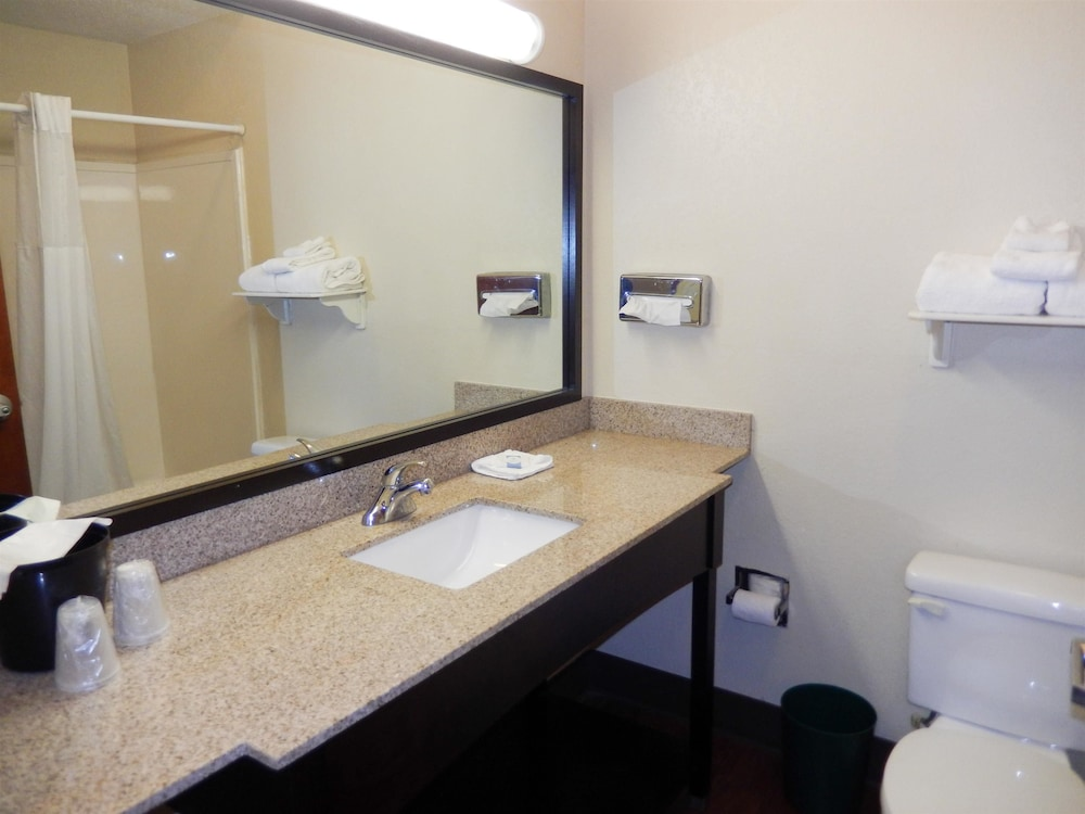Bathroom, Motel 6 Mesquite, TX - Balch Springs