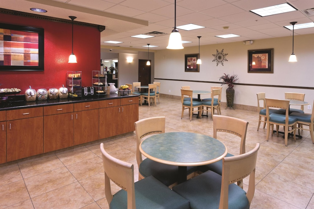 Breakfast Area, Motel 6 Mesquite, TX - Balch Springs