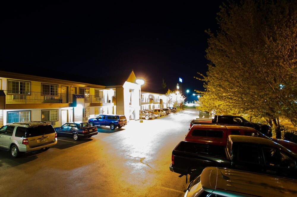 Front of Property - Evening/Night, Tulip Inn