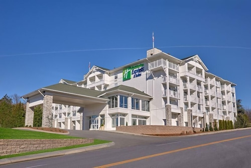 Front of Property - Evening/Night, Holiday Inn Express and Suites Pigeon Forge Sevierville, an IHG Hotel