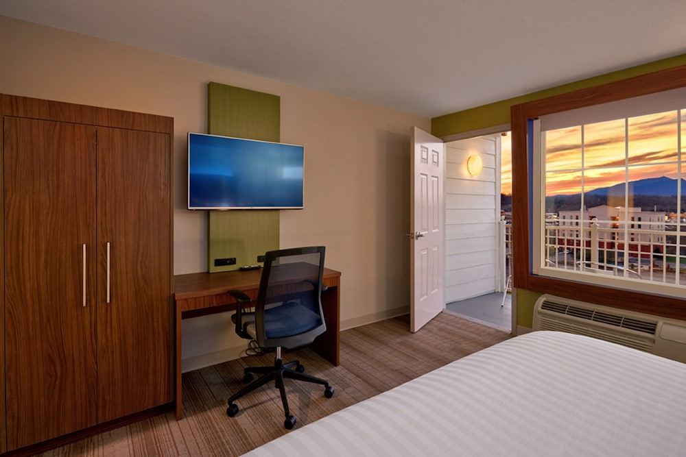 Room Amenity, Holiday Inn Express and Suites Pigeon Forge Sevierville, an IHG Hotel