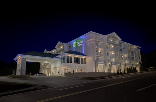 Holiday Inn Express and Suites Pigeon Forge Sevierville