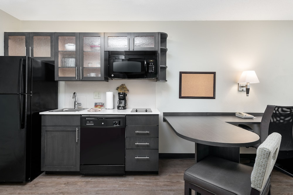 Private Kitchen, Candlewood Suites Charlotte - Arrowood
