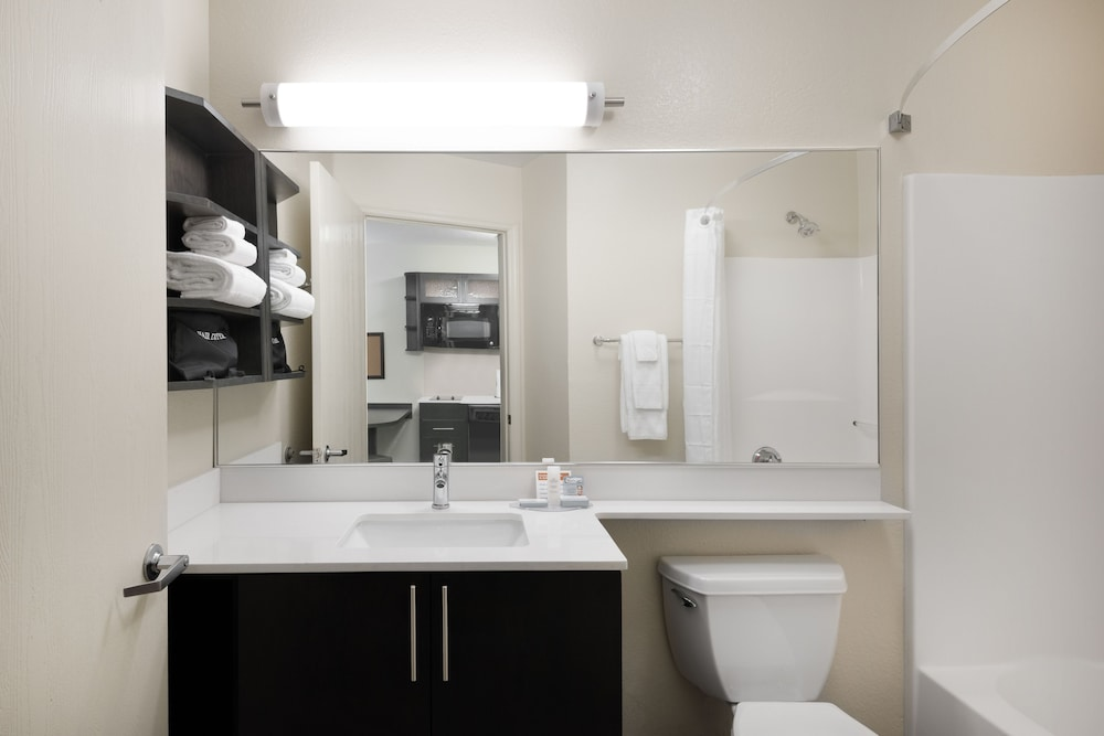 Bathroom, Candlewood Suites Charlotte - Arrowood