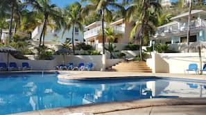 6 outdoor pools, pool umbrellas, pool loungers