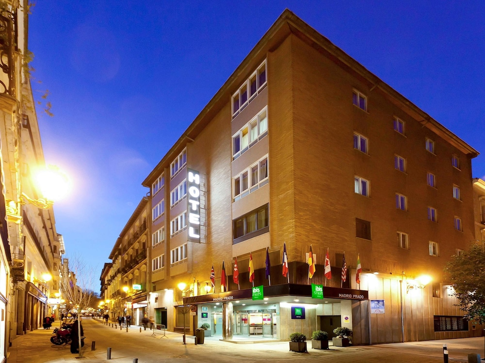 Book hotel ibis styles madrid prado madrid hotel deals for Booking madrid hotel